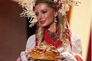 Miss-Vselennaya-2015-Anna-Vergel-skaya-v-natsional-nom-kostyume
